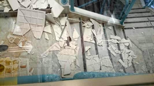 Se derrumba parte del techo de la escalera principal de la - Jefatura provincial de trafico de badajoz ...