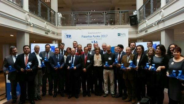 El ayuntamiento de c diz recibe el premio pajaritas azules for Ayuntamiento de cadiz recogida de muebles