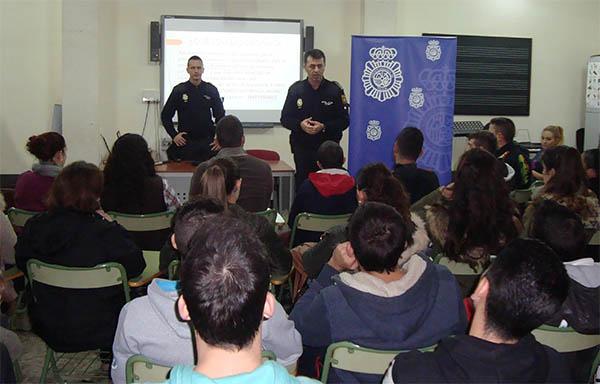La polic a nacional mantiene encuentros con profesores - Policia nacional cadiz ...