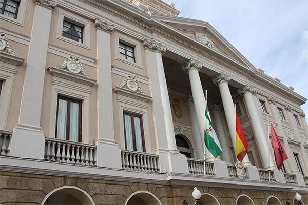 La uni n europea devuelve 2 4 millones de euros al for Ayuntamiento de cadiz recogida de muebles