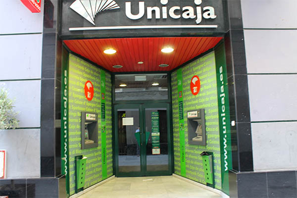 Unicaja sucursales unicaja sucursales fachada de la for Unicaja banco oficinas