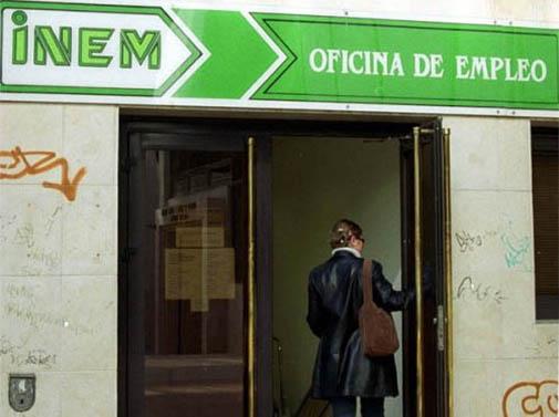 el desempleo desciende en 64 personas en c diz capital