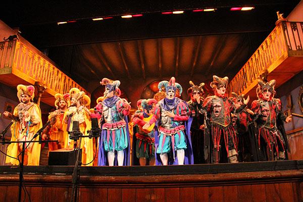 1 4 final coac 2015 comparsa 39 los fantasmas del carnaval 39 for Cuartos de final carnaval 2017