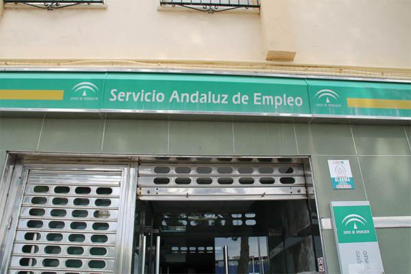 El desempleo desciende en c diz capital en 43 personas for Oficina de empleo cadiz