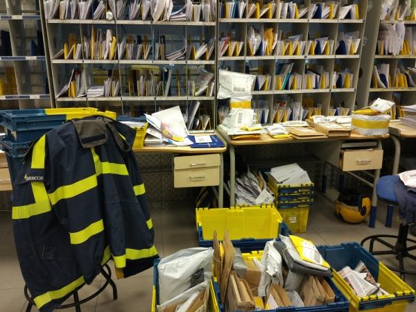 Las oficinas de correos de c diz est n totalmente colapsadas for Oficina de empleo cadiz