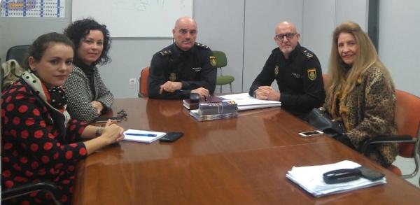 La polic a nacional se re ne representantes del comercio - Policia nacional cadiz ...