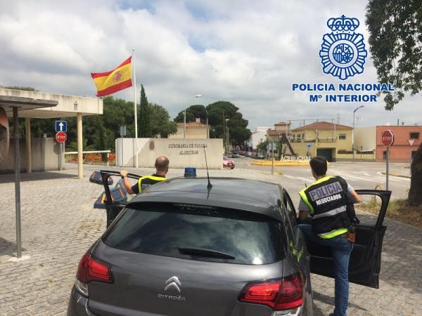 Tras dos horas con un negociador la polic a inmoviliz y - Policia nacional algeciras ...
