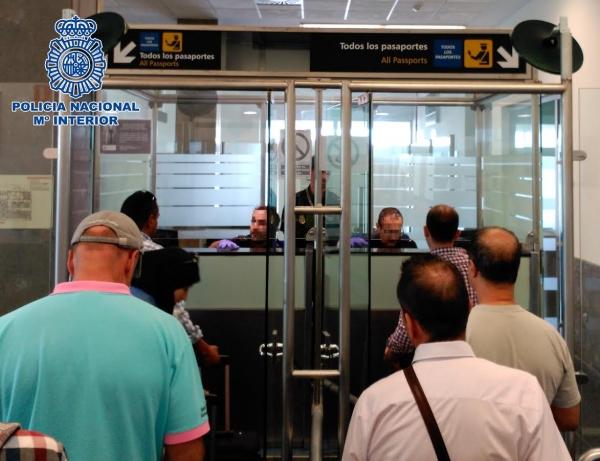 La polic a nacional detiene en el puerto de tarifa a un - Policia nacional cadiz ...