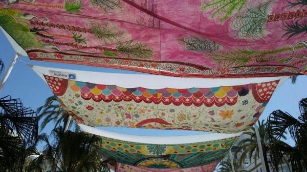 Seiscientas manos dan color a los toldos de la plaza san for Toldos juan de dios