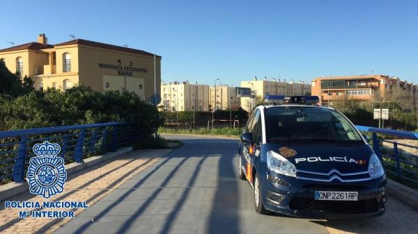 Detenido en puerto real con la mochila cargada de 39 chocolate 39 - Policia nacional cadiz ...