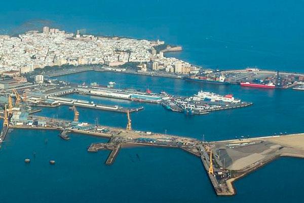 El puerto de la bah a de c diz genera empleos y 562 for Oficina de empleo cadiz