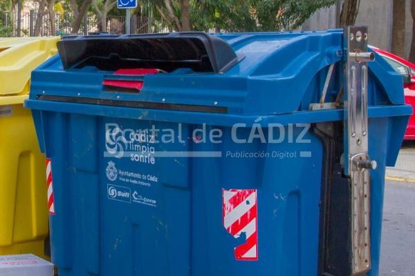 El ayuntamiento de c diz recibe dos 39 pajaritas azules 39 en for Ayuntamiento de cadiz recogida de muebles