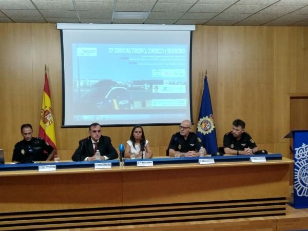 C diz acoge las ii jornadas de turismo comercio y - Policia nacional cadiz ...
