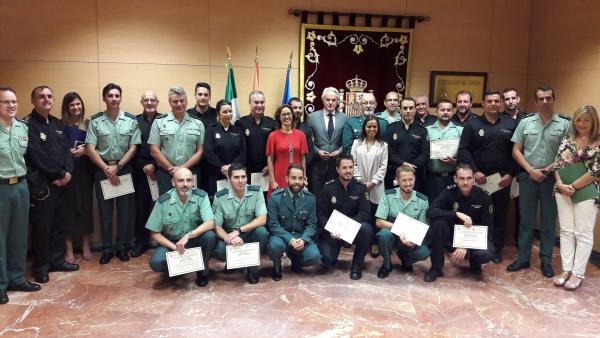 Guardia civil y polic a nacional reciben su reconocimiento - Policia nacional cadiz ...