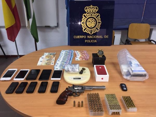 Detenidas nueve personas de un clan familiar por una - Policia nacional cadiz ...