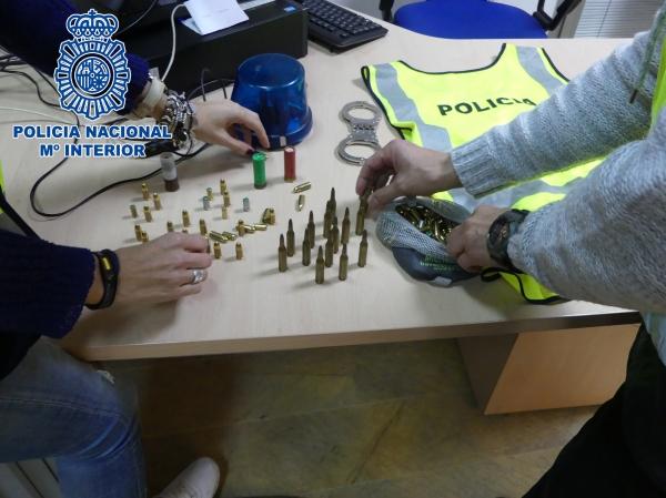 Detenido un hombre por amenazar de muerte a su madre con - Policia nacional algeciras ...